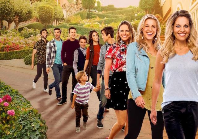 elenco de fuller house em fila no poster da série
