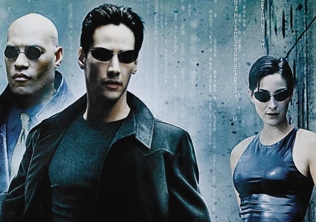 Keanu Reeves e Carrie Moss em Matrix