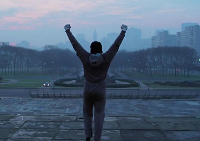 Cena do filme Rock, Sylvester Stallone comemorando que conseguiu correr