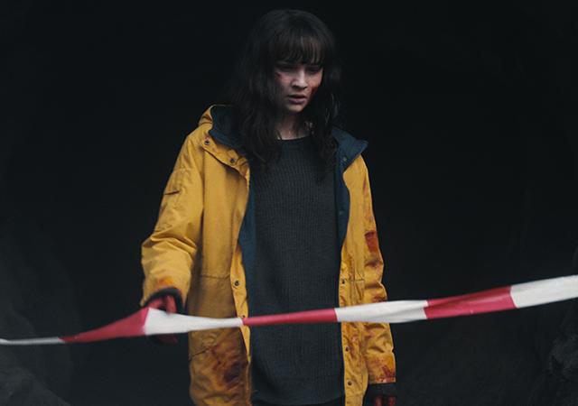 Martha em imagem promocional da 3ª temporada de Dark.