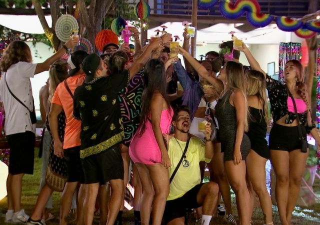 Participantes curtem festa no De Férias com o Ex Brasil