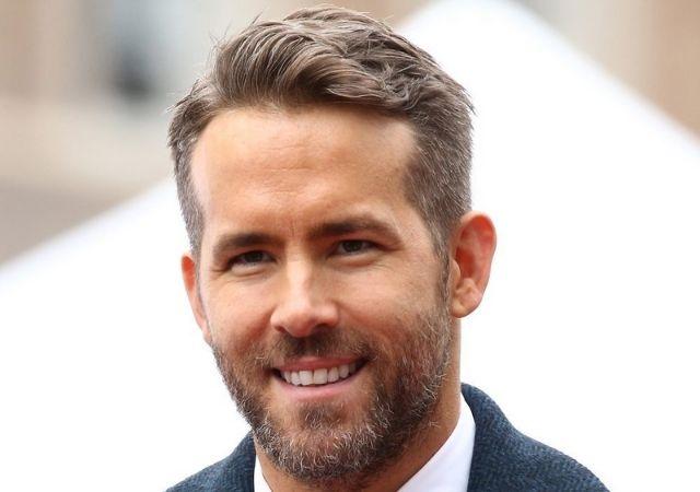 Ryan Reynolds sorrindo
