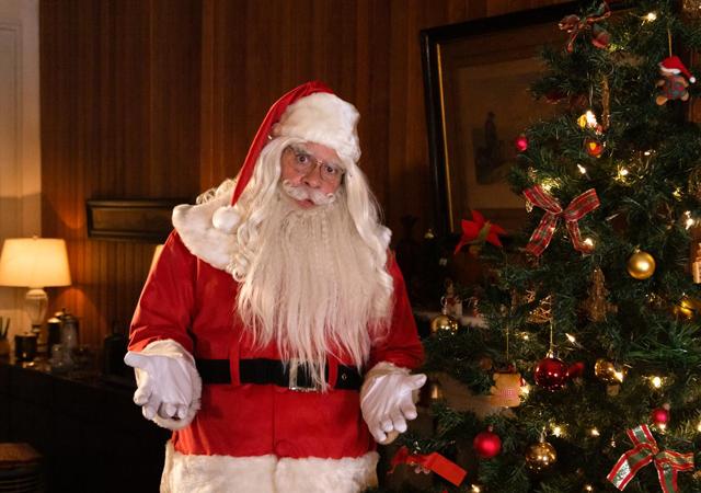 leandro hassum vestido de papai noel em imagem promocional de tudo bem no natal que vem