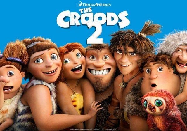Família de Os Croods reunida e sorrindo