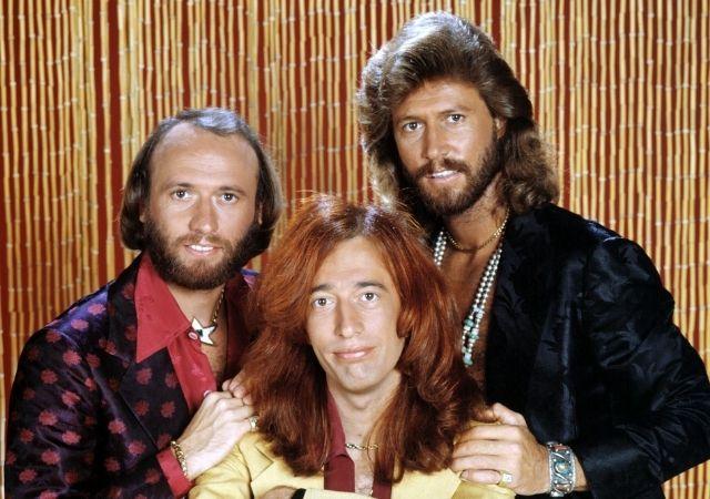 Foto mostra o trio musical do documentário The Bee Gees